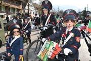 Sie sorgten am Kinderumzug für Ruhe, Ordnung und viel Spass: die Cabinieri anno 1935 aus Sarnen. (Bild: Romano Cuonz, Sarnen, 28. Februar 2019)