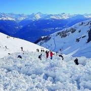 Auf der Piste türmte sich der Schnee meterhoch. (Bild: Le Nouvelliste)