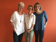 Regula Rusconi (Mitte) löst Ulla Ahmann (links) und Cristina De Biasio Marinello (rechts) als Präsidentinnen von «Mosaik» ab. (Bild: PD)