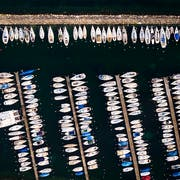 Das Parken eines Bootes im See kostet je nach Gemeinde unterschiedlich viel Miete. Die Differenzen sind jedoch so gross, dass Preisüberwacher Stefan Meierhans Erklärungsbedarf sieht. (Bild: KEYSTONE/VALENTIN FLAURAUD)