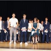 Strahlende Gesichter bei den jungen Berufsleuten nach der Diplomübergabe. (Bild: PD)