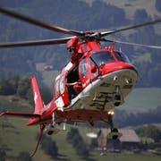 Der Einsatz wird vom Heli-Landeplatz Chaltbach aus koordiniert. (Bild: Geri Holdener, Bote der Urschweiz)