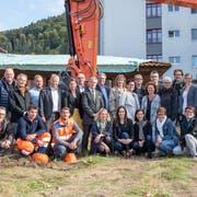 Der Spatenstich an der Gasshofstrasse 18 in Littau mit Stiftungsrat, Geschäftsleitung und Team des Hospiz sowie Vertretern der Baufirmen. Bild: PD (Luzern, 24. September 2018)