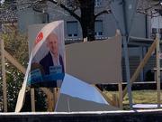Eines der zerstörten Wahlplakate in Grosswangen. (Bild: Angela Pfäffli)