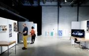 Ein breites Kunstangebot erwartet die Besucher an der Wettbewerbsausstellung zum Zuger Werkjahr in der Chollerhalle Zug. Bild: Stefan Kaiser (Zug, 24. Juni 2018)