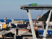 Nach dem Einsturz der Morandi-Brücke in Genua mit 43 Toten wird nun unter anderem gegen den Autobahnbetreiber ermittelt. (Bild: KEYSTONE/AP/ANTONIO CALANNI)