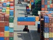 Wenn der Handel zunimmt, dann profitieren die einen mehr, als die anderen. (Bild: KEYSTONE/AP/Fabian Bimmer)