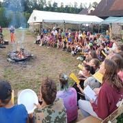 Singen am Lagerfeuer - der Klassiker im Lager. Das weiss auch die Jubla Riffig Emmenbrücke. (Lagerbild: Jubla Riffig, Bazenheid 28. Juli 2018)