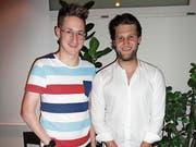 Fan und Star: Thomas Pfyl mit Ambrì-Akteur Jannik Fischer. (Bild: Ruedi Wechsler)