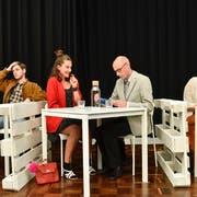 Finden sie ihr Glück beim Speed Dating? Eine Szene aus dem Stück «Shoppen» des Theaters Bagasch Luzern. (Bild: PD)