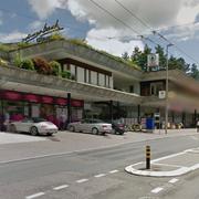 In diesem Gebäude im Würzenbachquartier befindet sich die Drogerie zurzeit. (Bild: Google Maps)