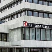 Eine Filiale der Schwyzer Kantonalbank. (Bild: Alexandra Wey/Keystone, Schwyz, 12. Mai 2017)