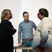 Frau Düvell (Sandra Schmidlin) und Herr Engelen (Ignaz Baumgartner) streiten um Markus Walther (Thomas Stalder, Mitte). (Bild: Ivonne Imbach, 12. März 2019)
