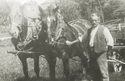 Firmengründer Johann Nepomuk Scherrer-Widmer mit einem landwirtschaftlichen Pferdegespann. (Bild: PD)