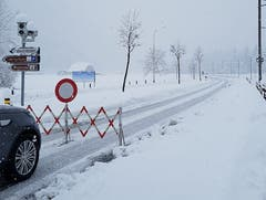 Die Strasse zwischen Grafenort und Engelberg ist gesperrt. (Bild: Caroline Pirskanen)