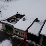Blick aus der Vogelperspektive auf das eingestürzte Dach. (Bild: pd)