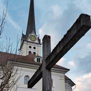 Der Kirchturm der Alpnacher Pfarrkirche. (Bild: Markus von Rotz (2. März 2019))