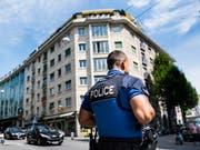 Kampf gegen Drogenhandel in Lausanne: Die Polizei hat seit Mitte Juni ihre Präsenz an ausgewählten Standorten stark erhöht. (Bild: Keystone/JEAN-CHRISTOPHE BOTT)