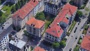 So könnte dereinst das teilweise bebaute Wiesli im Museumsquartier aussehen. Auf seinem vorderen Teil an der Hadwigstrasse soll ein Neubau entstehen. Die hintere Hälfte bliebe grün. (Fotomontage: St.Galler Pensionskasse - 5. September 2019)