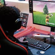 Ein Jugendlicher spielt «Fortnite» an der Paris-Games-Week-Messe. (Bild: Getty (Paris, 26. Oktober 2018)