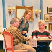 Toni Knupp, Nina Krauer (Bildmitte) und Christine Aschwanden im Stück «Gauner haben kurze Beine». Bild: Yvonne Imbach (Altbüron, 6. Januar 2019)