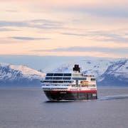 Die Hurtigrutenlinie führt durch die eindrückliche Fjordlandschaft. Bild: Herbert Huber