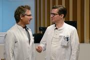 Alex Schallberger (rechts) übernimmt von Andreas Remiger den Chefarztposten an der Klinik für Orthopädie/Traumatologie im Nidwaldner Kantonsspital. (Bild: Martin Uebelhart (Stans, 11. Januar 2019))