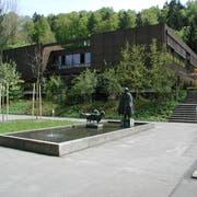 Um dieses Gebäude wird gestritten: Das Schulhaus Grenzhof in Littau. (Bild PD)