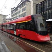 Am Bohl steht eine Tango-Zugskomposition der Appenzellerbahnen still. (Bild: Reto Voneschen)