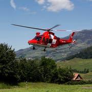 Die Rega trifft im Zivilschutzzentrum im Chaltbach ein. (Bild: Geri Holdener, 31. Mai 2019)