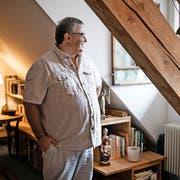 Profitiert vom klosternahen Wohnen: Thomas Schubiger (54) in seinem Studio. (Bild: Manuela Jans-Koch, Luzern, 11. November 2016)