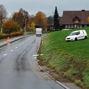 Der Wagen geriet nach einem Ausweichmanöver aufs Wiesland. (Bild: Luzerner Zeitung)