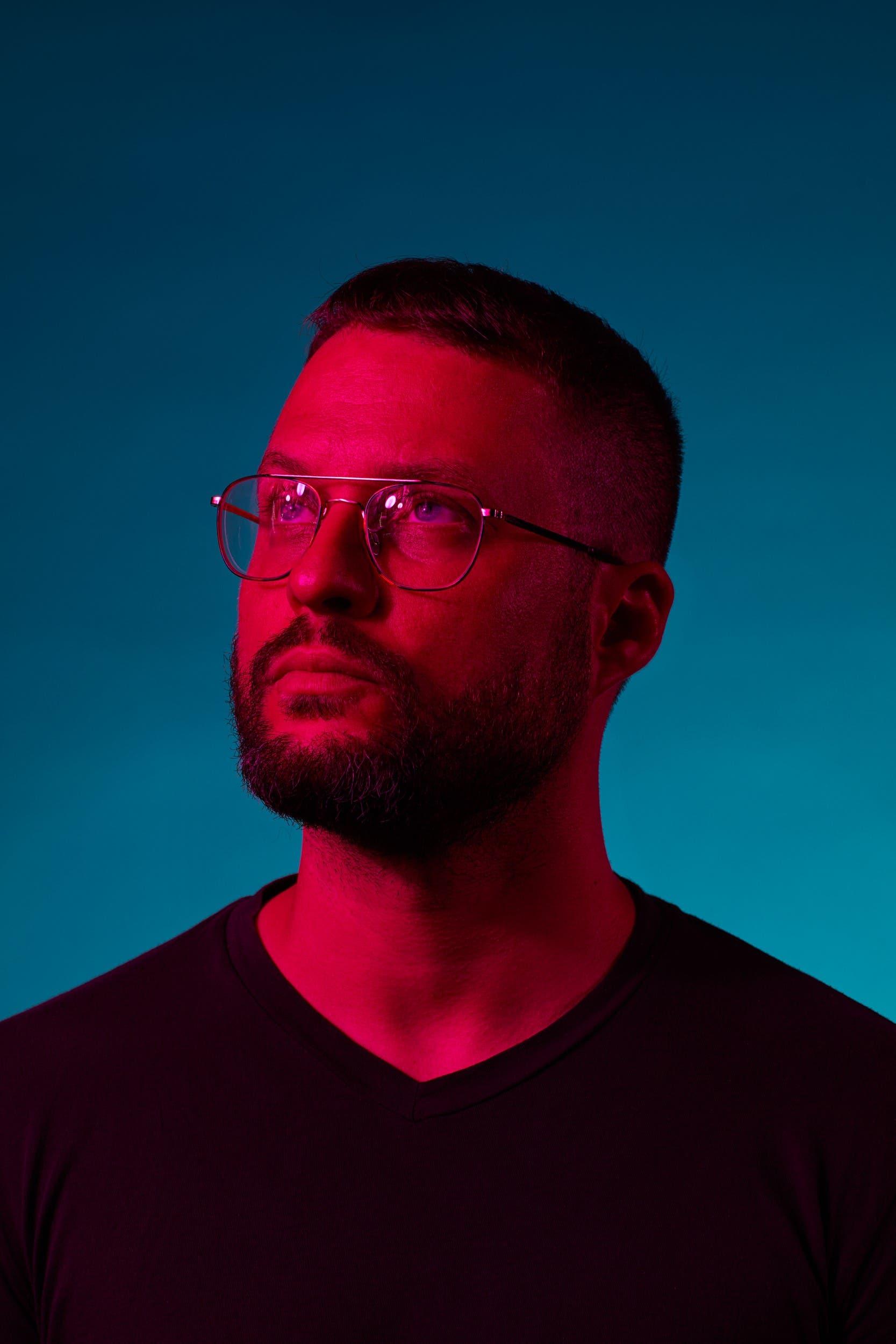Bit-Tuner verzichtet auf Beats: Der St.Galler Musiker überrascht mit seinem siebten Album «EXO»   St.Galler Tagblatt