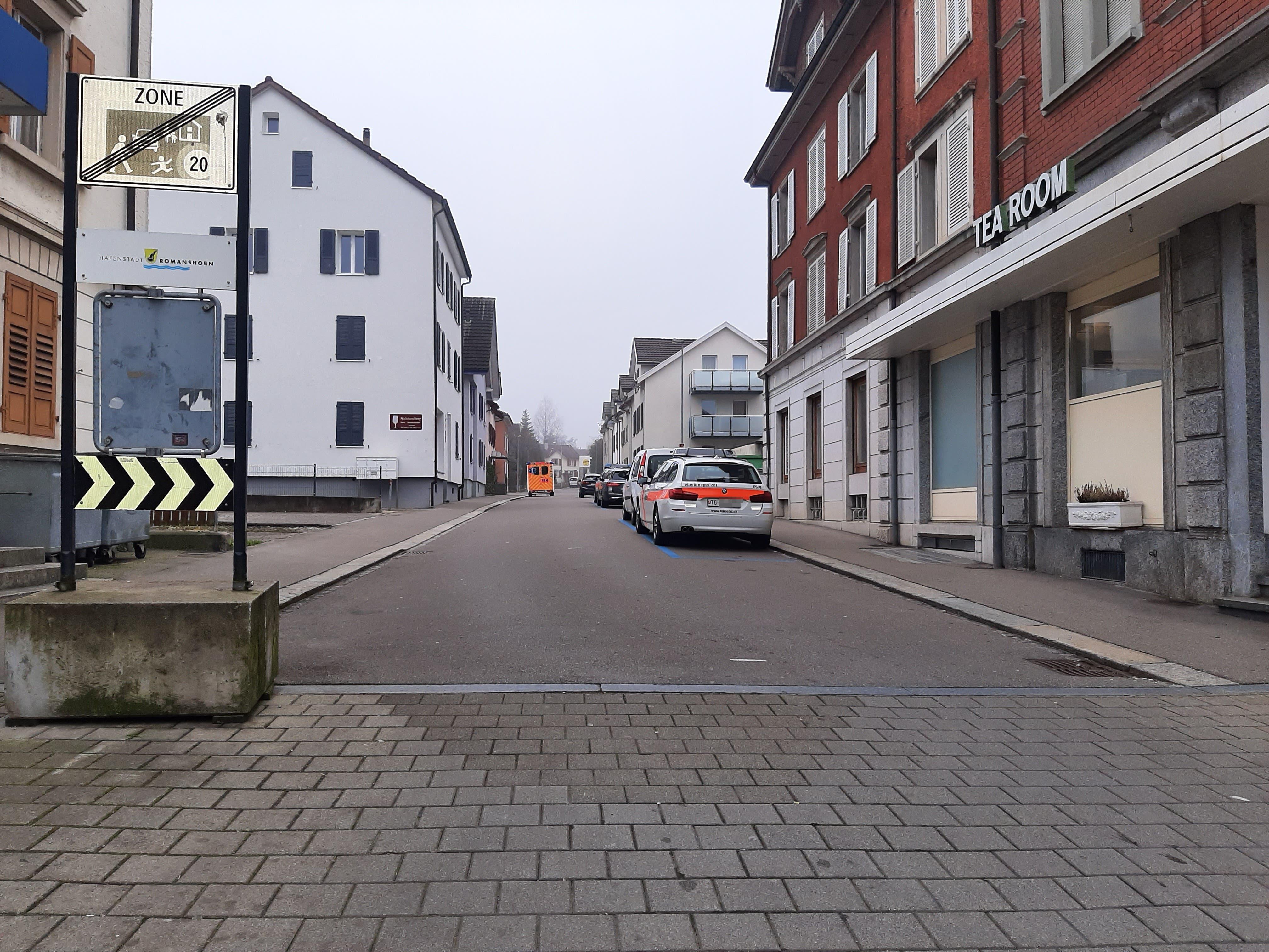 Aufregung in Romanshorn: Bewaffneter irrt sich in der Haustür und verschwindet wieder – später verhaftet die Polizei bei einem Grosseinsatz eine Person | St.Galler Tagblatt