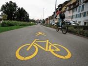 Geben Anlass zu Diskussionen: Mischverkehrsflächen für Fussgänger und Velofahrer. Hier bei der Zuger Vorstadt. (Bild: Stefan Kaiser (1. Oktober 2018))