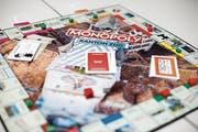 Der Zytturm dominiert das Brett des Zuger Monopolys, das in einer zweiten Auflage erschienen ist. (Bild: Stefan Kaiser (9. Oktober 2018))