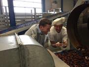 Geschäftsführer Christian Franz und Bäcker- und Konditormeister Bruno Willi freuen sich über das neue Bio-Magenbrot. (Bild: PD)