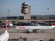 Der Flughafen Zürich bleibt im September auf Wachstumskurs: Erneut hat die Zahl der Passagiere zugenommen. (Bild: KEYSTONE/CHRISTIAN MERZ)