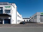 Die VAT Gruppe führt an ihrem Hauptsitz in Haag für rund 400 Mitarbeitende Kurzarbeit ein. (Bild: KEYSTONE/GIAN EHRENZELLER)
