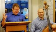 Die «Gredi üüfe»-Lesetour mit Hanspeter Müller-Drossaart startet in Isenthal (Bild: PD)