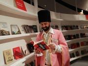 An der 70. Ausgabe der Frankfurter Buchmesse ist Georgien Ehrengast. An der weltgrössten Bücherschau präsentieren bis nächsten Sonntag 7500 Aussteller aus 110 Ländern ihre Produkte. (Bild: KEYSTONE/EPA/FRIEDEMANN VOGEL)