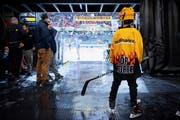 Postfinance will erwachsen werden, nicht nur im Eishockey, sondern auch bei den Gebühren. (Bild: Anthony Anex/Keystone (Bern, 6. Oktober 2018))
