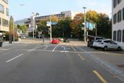 Der Unfallort: Hier hat ein unbekannter Autofahrer am Dienstag kurz vor 16 Uhr eine Velofahrerin zu Fall gebracht. (Bild: Stapo)