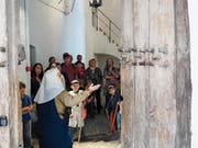 Maja Suenderhauf alias Clementa von Kyburg führt die heutigen Besucherinnen und Besucher durch ihre ehemalige Burg. (Bild: PD)