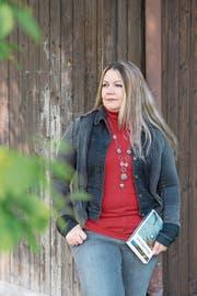 Die Luzerner Autorin Monika Mansour mit ihrem neuen Roman «Höllgrotte». (Bild: Maria Schmid (Hünenberg, 4. Oktober 2018))