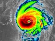 Eine Infrarot-Satellitenaufnahme vom Auge des Wirbelsturms «Michael». (Bild: KEYSTONE/AP NOAA)
