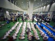 Erster Handelstag am neuen Standort: Der neue Fischmarkt von Tokio ist eröffnet worden. (Bild: KEYSTONE/AP/EUGENE HOSHIKO)