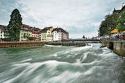 Der Wasserbau wird im Kanton neu geregelt. Im Bild das Reusswehr. (Bild: Pius Amrein, Luzern, 14.August 2015)