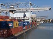 Schweizer KMU rechnen damit, zum Jahresende ihre Exporte ins Ausland steigern zu können. (Bild: KEYSTONE/GEORGIOS KEFALAS)