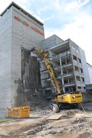 Zuerst wird das Maschinenhaus zurückgebaut, der Silo folgt am Schluss.